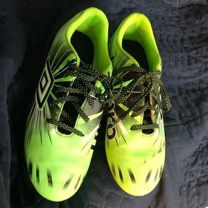 Umbro-Soccer shoes- boys-6